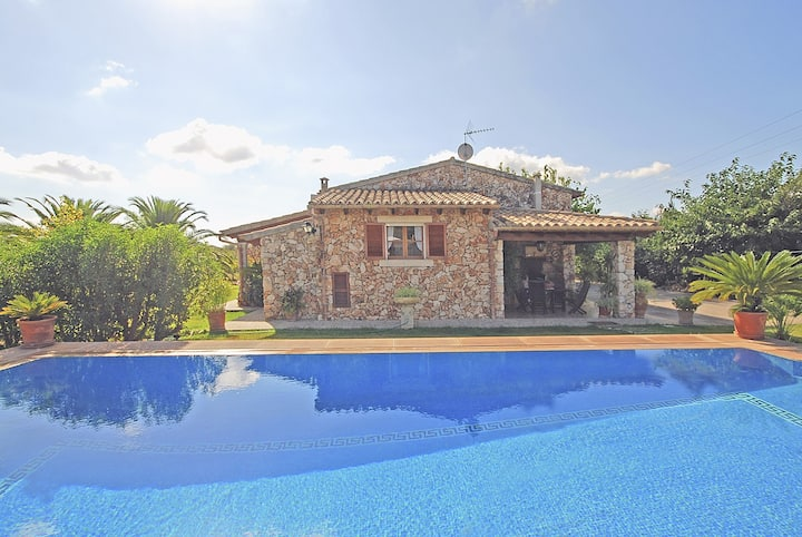 MAVI - Country house with swimming pool between Selva and Campanet