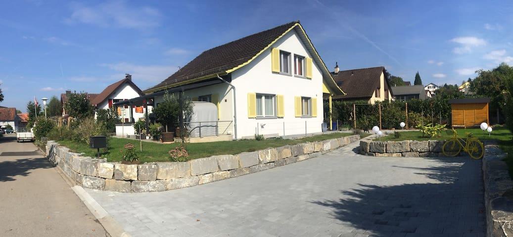 Gepflegtes Einfamilienhaus im schönen Weinland