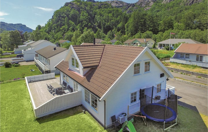 Amazing home in Åna-Sira with 5 Bedrooms and WiFi