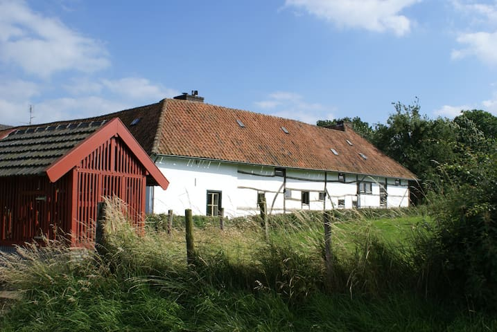 Romantische vakwerkboerderij met vrij uitzicht. - Klein Welsden - Talo