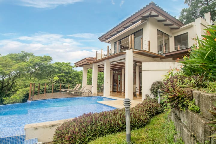 3 Bed, 5 min walk to the beach amazing ocean view. - Sámara - Rumah