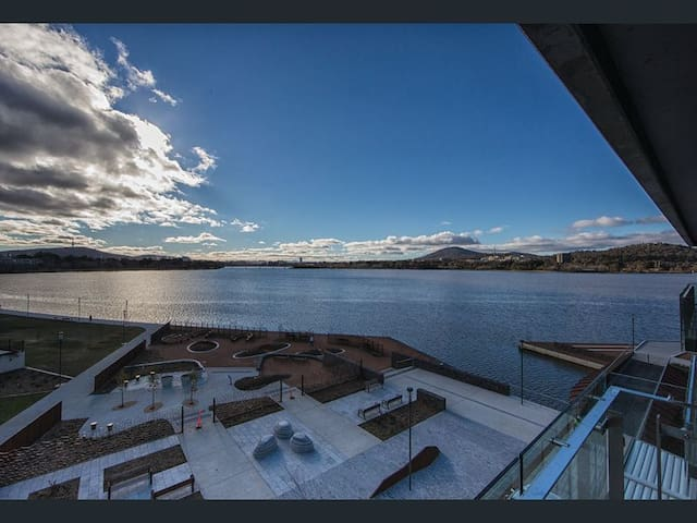 Kingston Foreshore - stunning exec 1 bed apartment
