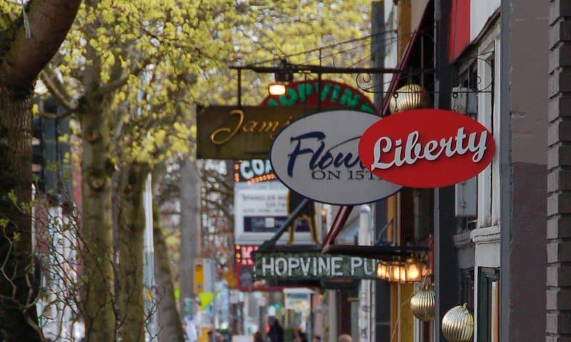 Shops, restaurants pubs close by