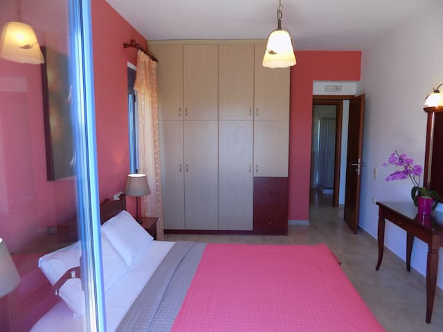 Villa A - Bedroom (2)
