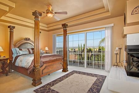 Sunrise Master Suite, Fireplace, Hot Tub, Views!!! - Temecula - Hus