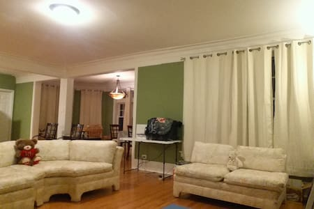 Shared Rm 1-1 Quiet & Safe upscale Hyde Park area - Lakás