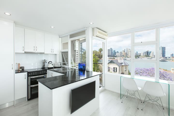 Lux Sydney Studio with Dream Harbour Views - McMahons Point - Appartement