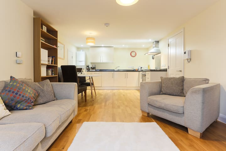 Central waterside flat + parking