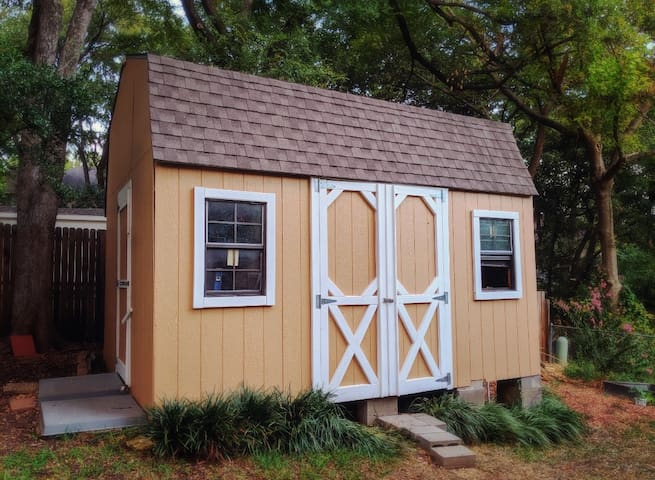 Adorable tiny house, seperate from main house