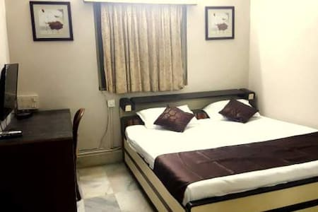 1. A Private Room in Andheri East - 孟買