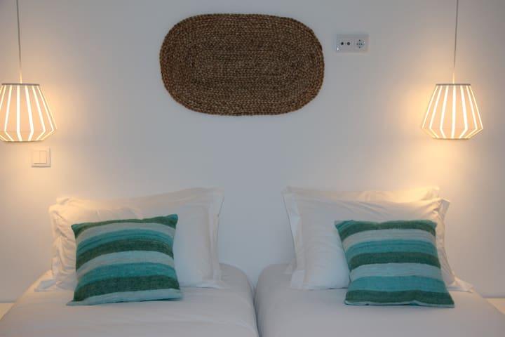 Villa Maça House - 5 Private Rooms - Colares - Bed & Breakfast