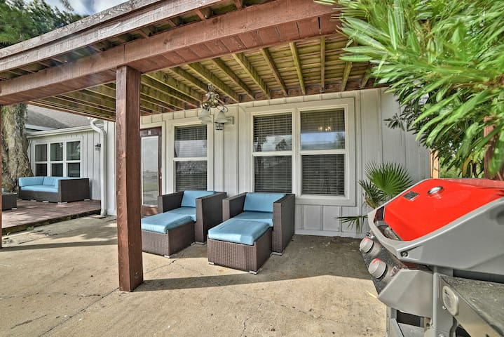 NEW! Rockport 'Casa Familia' - Covered Patio Space
