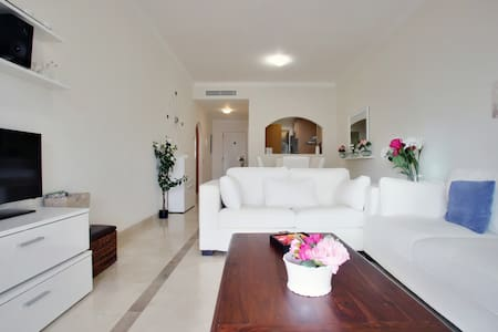 Luxury apartment : wifi, golf and beach 10 minutes - Wohnung