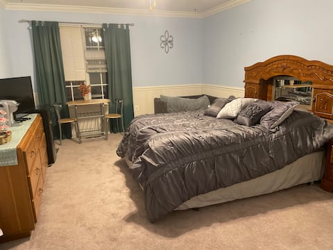 Private room in sykesville with bathroom