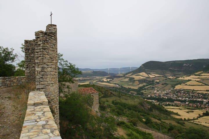 Tour médiévale avec vue sur le Larzac (2 pers.)