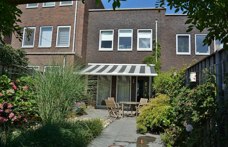 Nice room in Amersfoort in a quiet, green district - Amersfoort - House