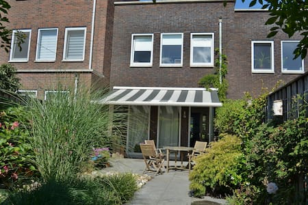Nice room in Amersfoort in a quiet, green district - Amersfoort - Casa