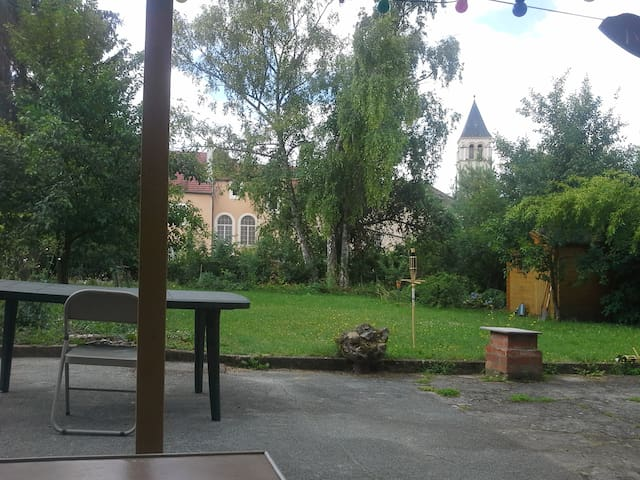 A cosy room, a nice garden and cool hosts - Metz - Apartment