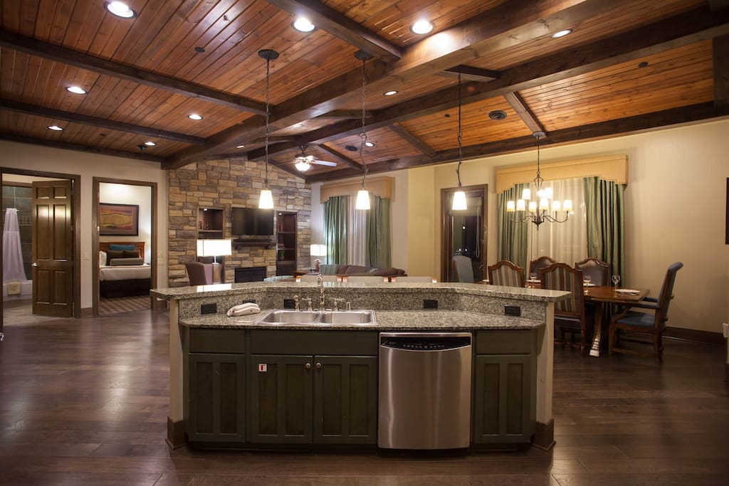 A Luxury Family Retreat 4 Bedroom Presidential Resorts For Rent In Wisconsin Dells