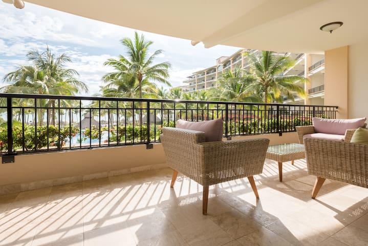 Modern 3 Bedroom Beachfront Paradise Sleeps 8
