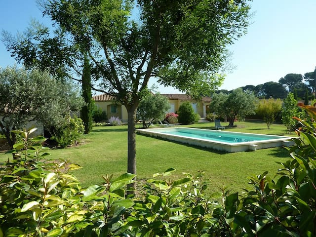 Très belle villa dans les vignes - Caromb - Huvila