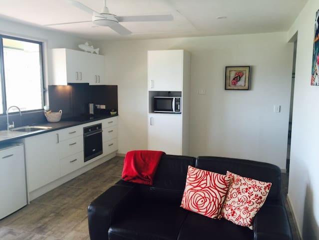 1 bedroom studio-ELANORA/CURRUMBIN - Elanora - House