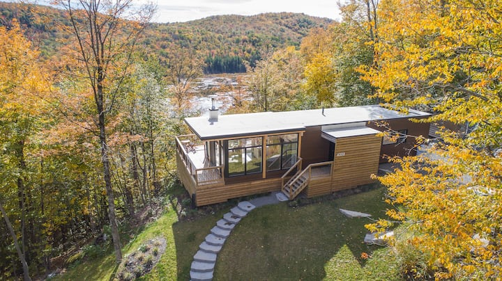 Bright contemporain ❤️ on mountainside with view