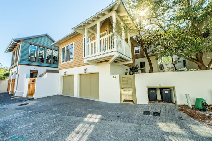 Balcony☼Walk 2 Beach☼4 Pools☼2X Sanitizing☼ Sunsets at Rosemary Carriage House