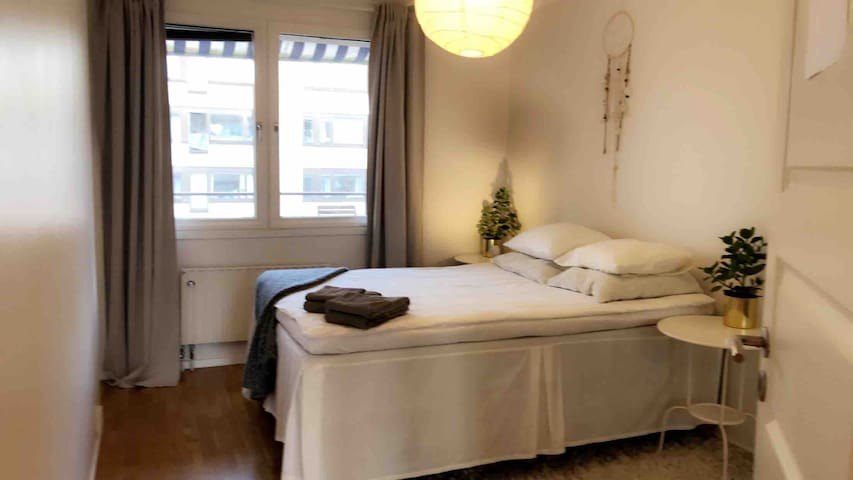 Linnégatan: Big, Calm, Privat & Sunny room!