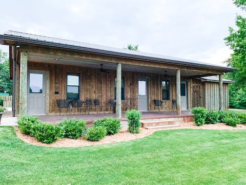Country getaway with Bunk House & Pool!