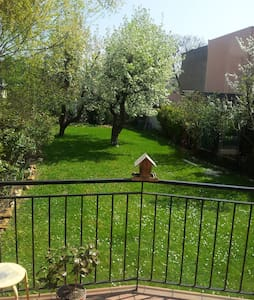 Etage privé dans maison sur jardin 20 min de Paris - Аржантёй