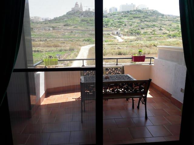 Country View Terrace