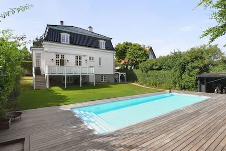 Charmerende Villa med Swimmingpool