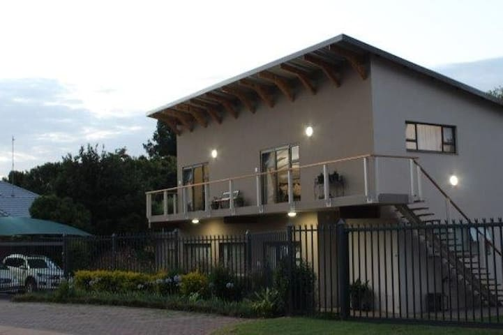 Pretoria East Accommodation Modern Vintage 1