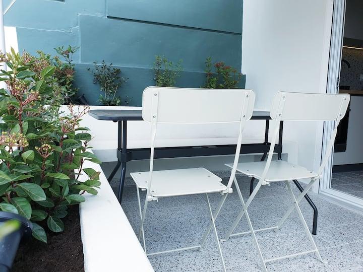 Garden balcony Studio free parking next to metro