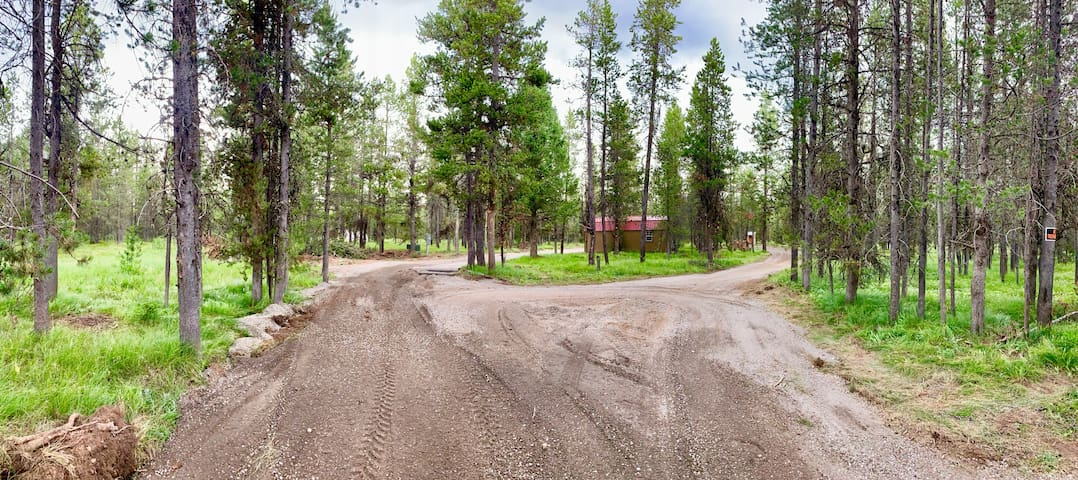 Private 0.5 acre RV lot with Full Hook Up Near YNP