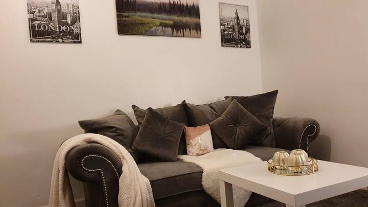 Erith Cozy Home