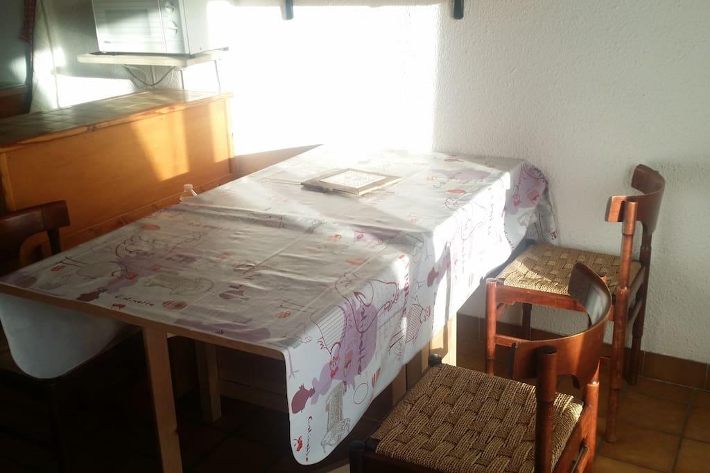Table modulable de 2 à 6 personnes