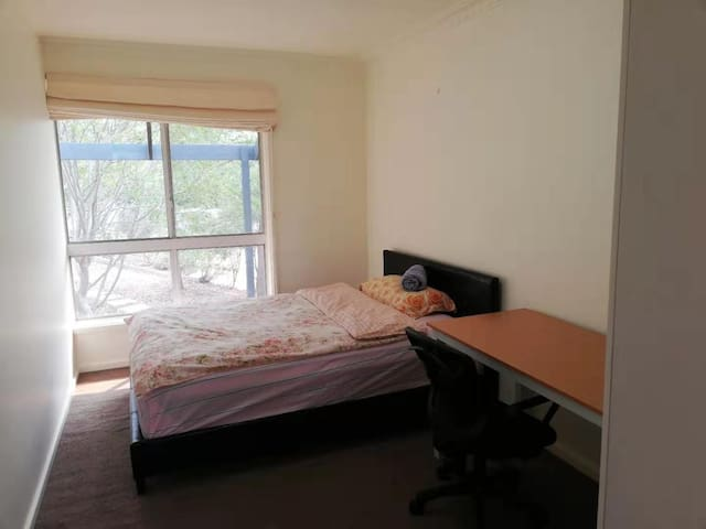 Lovely cozy Room #C in quiet suburb in Belconnen