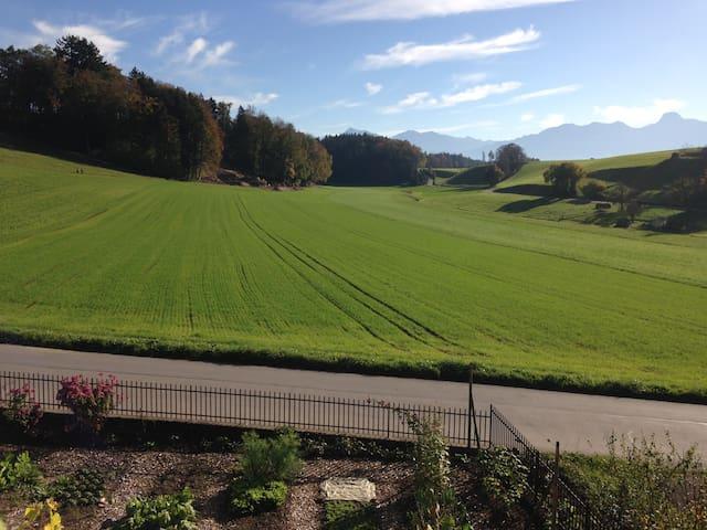 Zwischen Wiesen und Felder - nahe von Bern & Thun - Wichtrach - Lägenhet