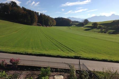 Zwischen Wiesen und Felder - nahe von Bern & Thun - Wichtrach - Wohnung