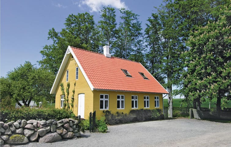 Holiday apartment with 2 bedrooms on 50 m² in Aakirkeby
