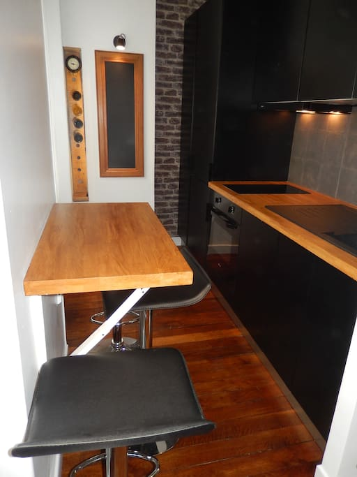 -Electrif oven -Fridge with freeszer -Dish washer ( But please you are not in Paris to do the dishes, I will do it ) -Cooking hob ( Induction system).