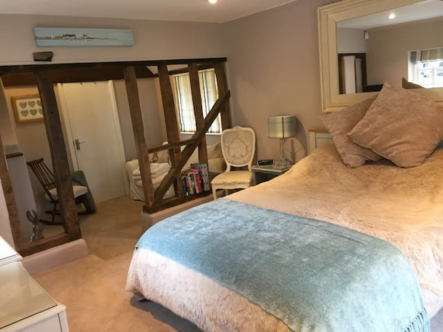 Wilts/Hants border; luxury, self-contained annex - Hampshire - Penzion (B&B)
