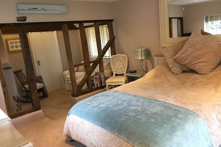 Wilts/Hants border; luxury, self-contained annex - Hampshire - Bed & Breakfast