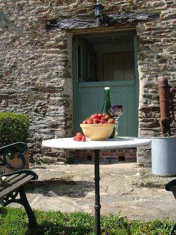 La Capelle Cottage - Saint-Georges-Montcocq - Huis