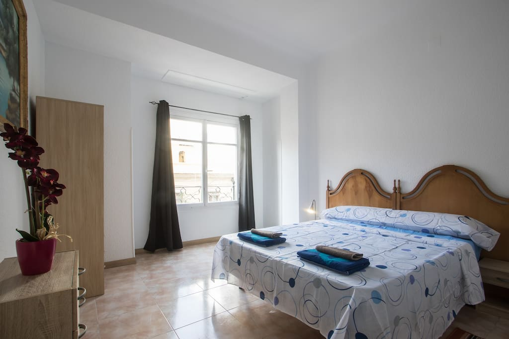 Double bedroom with king size bed and views at the city hall