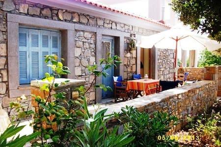 Παραδοσιακή πέτρινη μονοκατοικία - Nea Koutali - Σπίτι