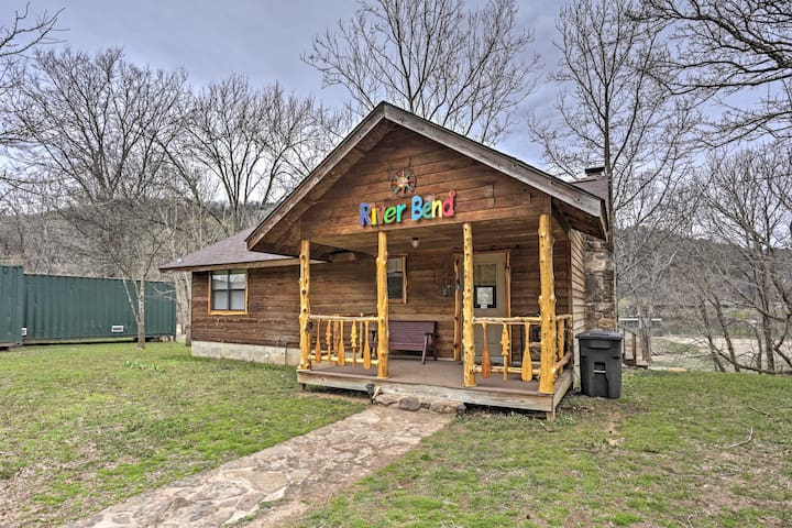 2BR Mountain View Cabin w/Private Porch & Hot Tub