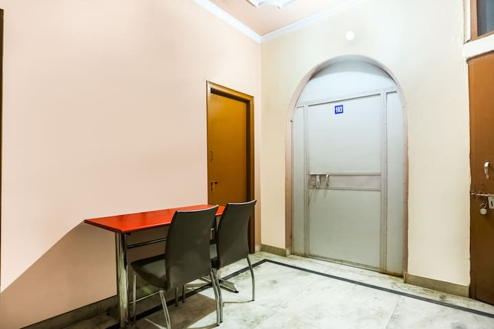 OYO 1 BR Awesome Stay In Old Gurgaon